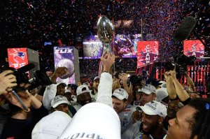 sb49-patriots-lombardi-trophy-dm